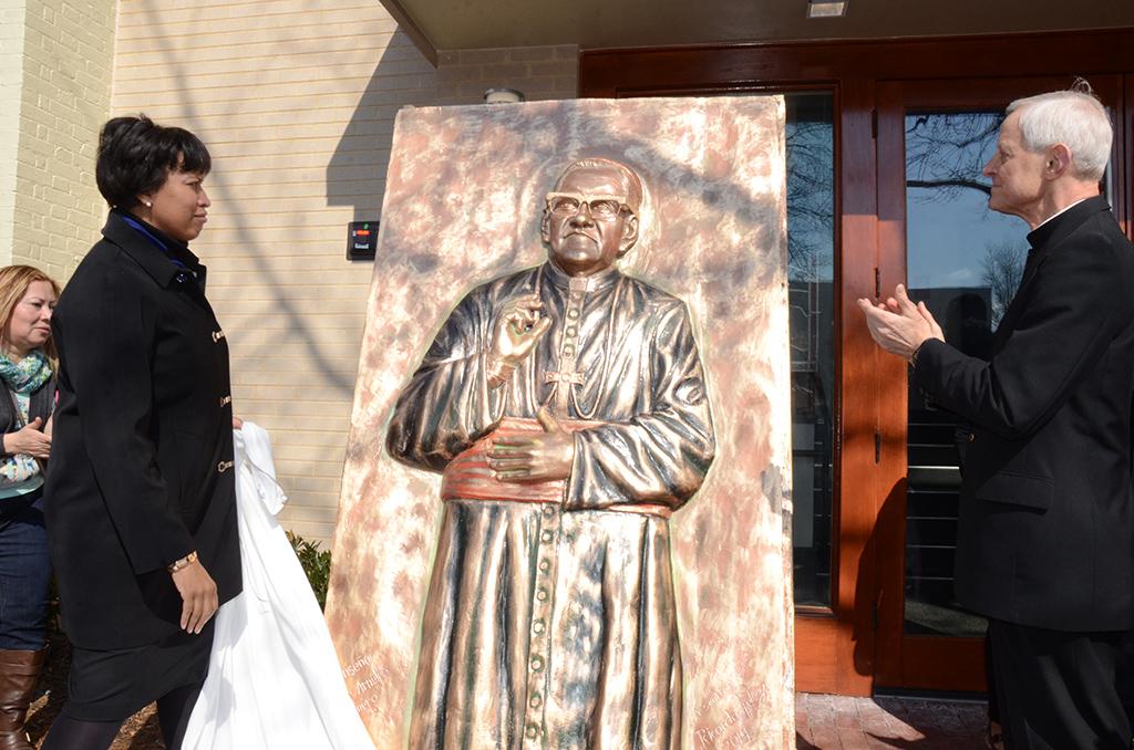 Dedican edificio a beato Romero en DC