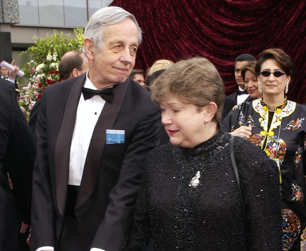 Mueren ganador del Nobel y su esposa salvadoreña
