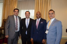 Francisco Carillo (izq.), Deputy Assistant Secretary for Intergovernmental External Affairs of U.S. Department of Energy, coordinador de la Cúspide de Energía. Le acompañan Sam Jammal; John Haysbert; y Kenneth Romero, director ejecutivo de National Hispanic Caucus of State Legislators (NHCSL) (der.).