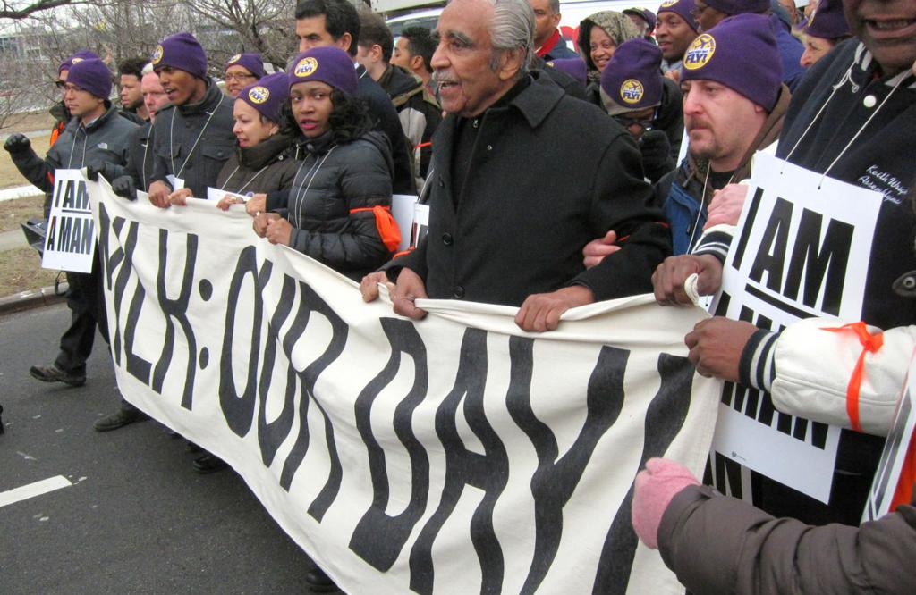 Trabajadores  de aeropuertos protestan