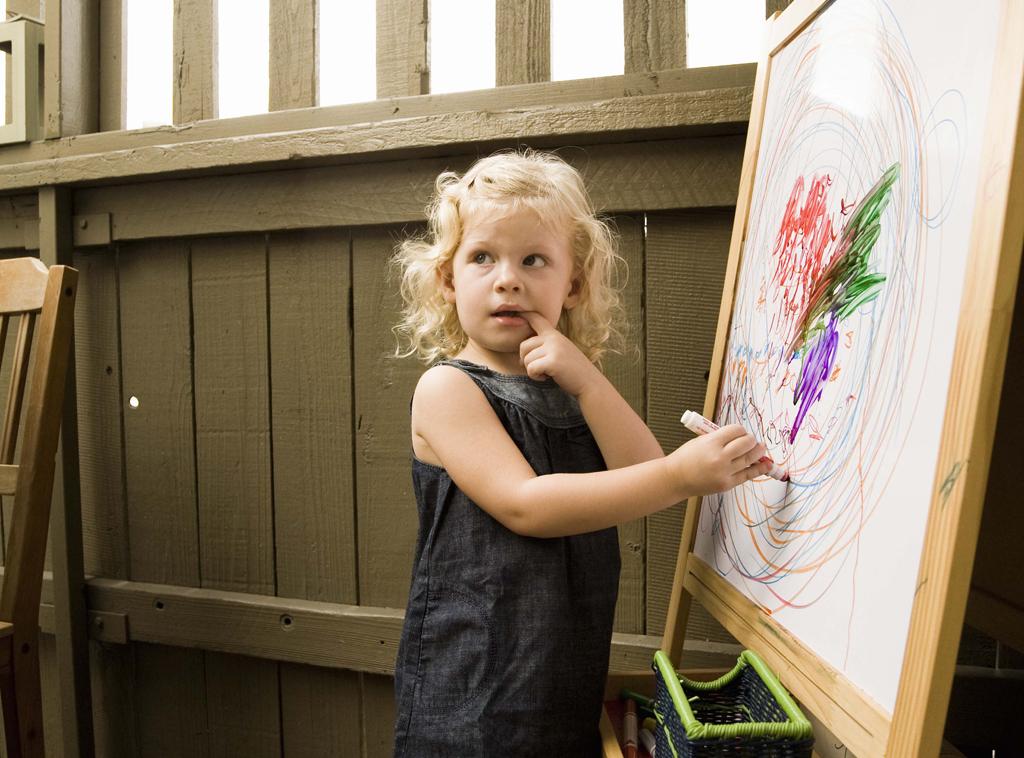 Garabatos de los niños  dan paso a la escritura