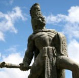 La estatua representa a Tecún Umán, el príncipe quiché que ofrendó su vida en 1524 al enfrentar con su ejército a los conquistadores españoles. (Foto: Cortesía)