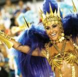 Sabrina Sato la reina de los tambores de la escuela de samba Vila Isabel, durante el Carnaval en el Sambódromo. Foto: Silvia Izquierdo / AP