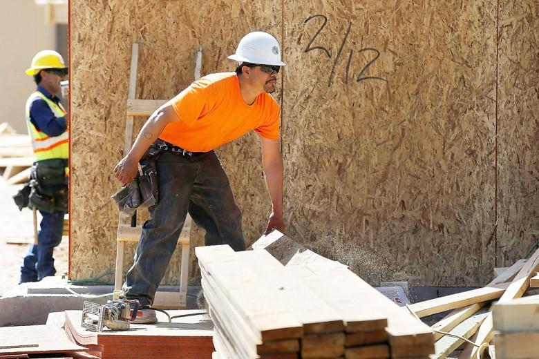 En el área de la construcción es donde se ha registrado la mayor cantidad de muertes entre los trabajadores hispanos, situación que se viene repitiendo desde hace varios años. Foto: AP