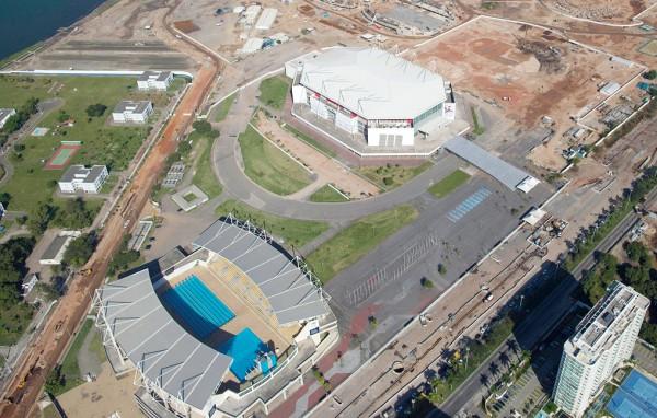 Imagen aérea de la Arena Olimpica, arriba, el 27 de junio de 2014 en Río de Janeiro. La compañía Airbnb ofrece una noche en una habitación instalada dentro de la arena en un concurso para las pruebas olímpicas de gimnasia. Foto: AP