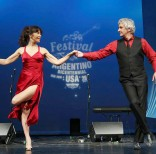 Grandes artistas argentinos se dieron cita este año para realizar una velada llena de música, folklore y tango.  Foto: Design By SantaCruz.