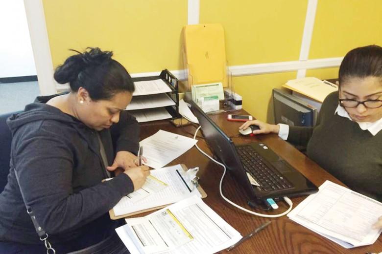 Beneficiarios del TPS de Honduras alistan la renovación de su estatus temporal, que se amplía hasta enero de 2018. Foto: Washington Hispanic