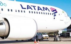Uno de los aviones Boeing 767-300 de LATAM Airlines para 238 pasajeros, que conecta Lima, Perú, con el aeropuerto Washington-Dulles, en Washington DC, en vuelos directos los días lunes, jueves y domingos. El lunes 2 de mayo la aerolínea hizo su viaje inaugural sin escala entre ambas capitales. Foto: LATAM Airlines