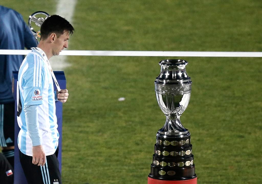 Argentinos ruegan a Messi que no se vaya