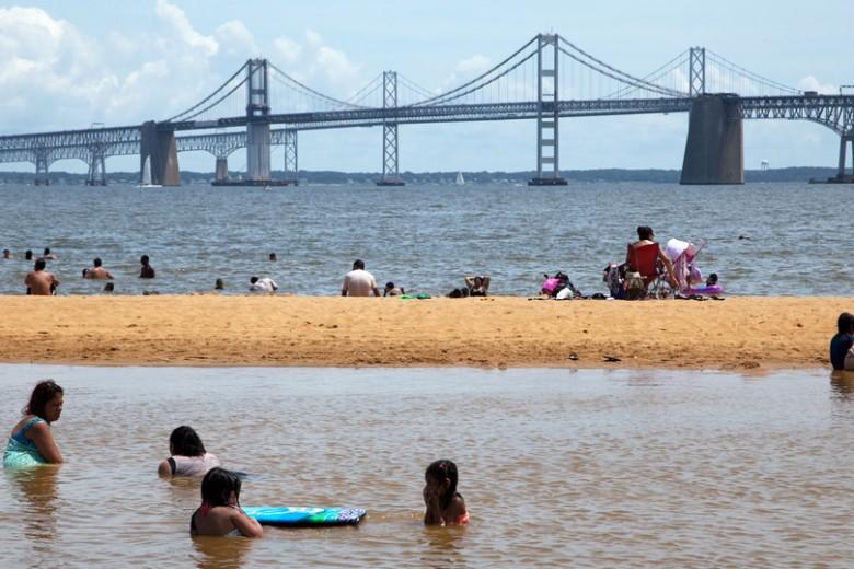 Vista de Sandy Point, lugar muy visitado del Chesapeake Bay en Maryland, cuyas aguas pueden ser un gran peligro para bañistas y deportistas. FOTO: CORTESÍA.