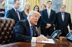 Trump-firma-decreto-oleoductos