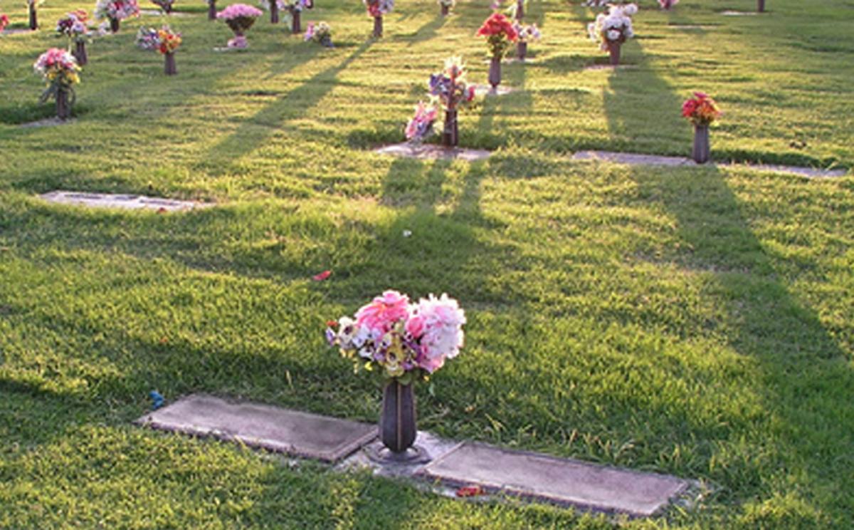 Mediador solicita ayuda para resolver controversia de cementerio en Bethesda