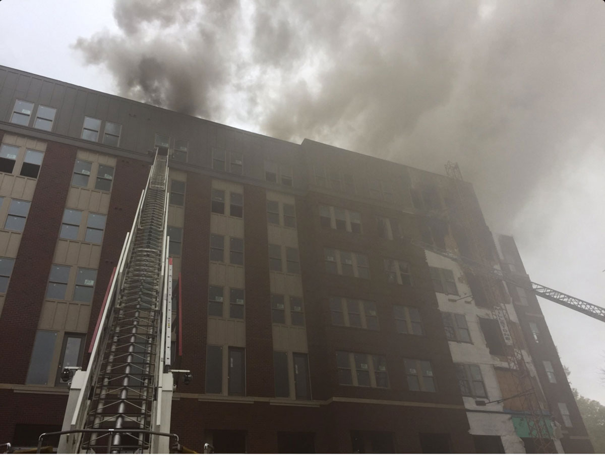 Incendio destruye edificio en College Park