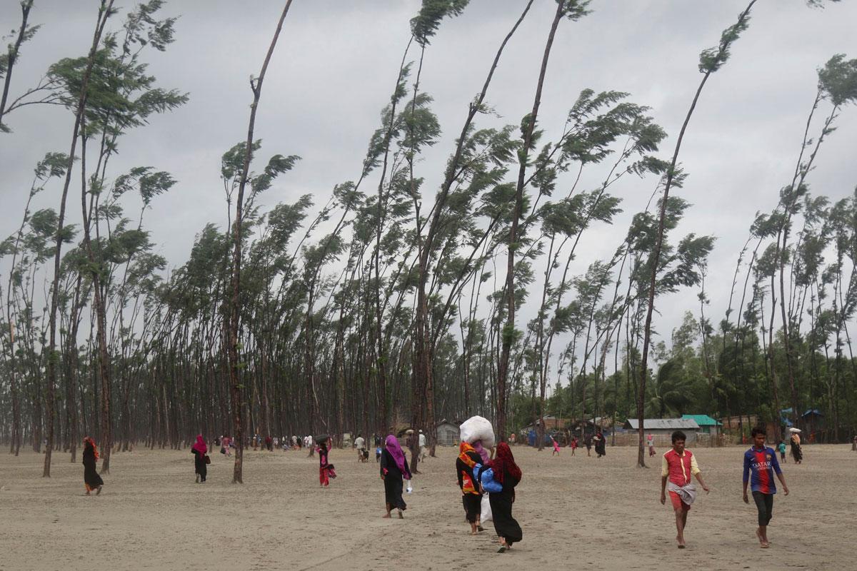 Miles de evacuados ante la llegada del ciclón