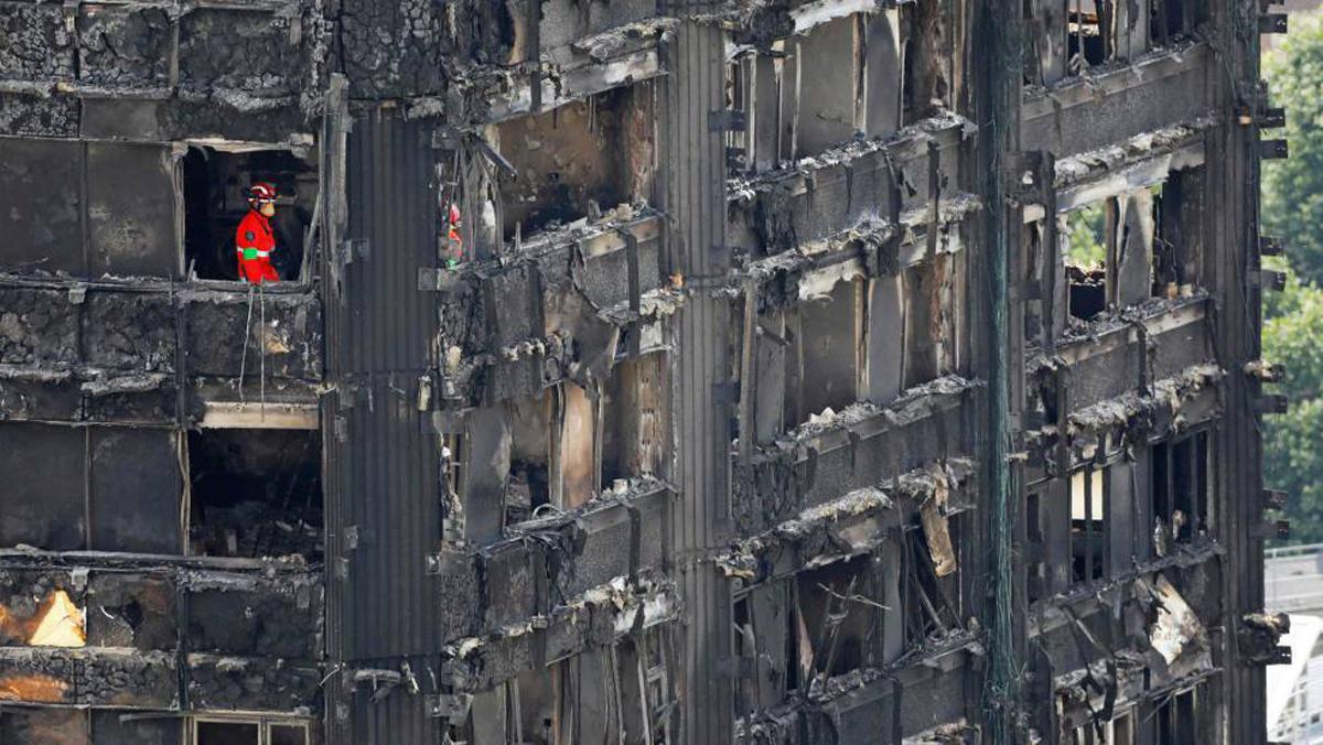 600 edificios tienen revestimiento similar al de torre que se quemó — Londres