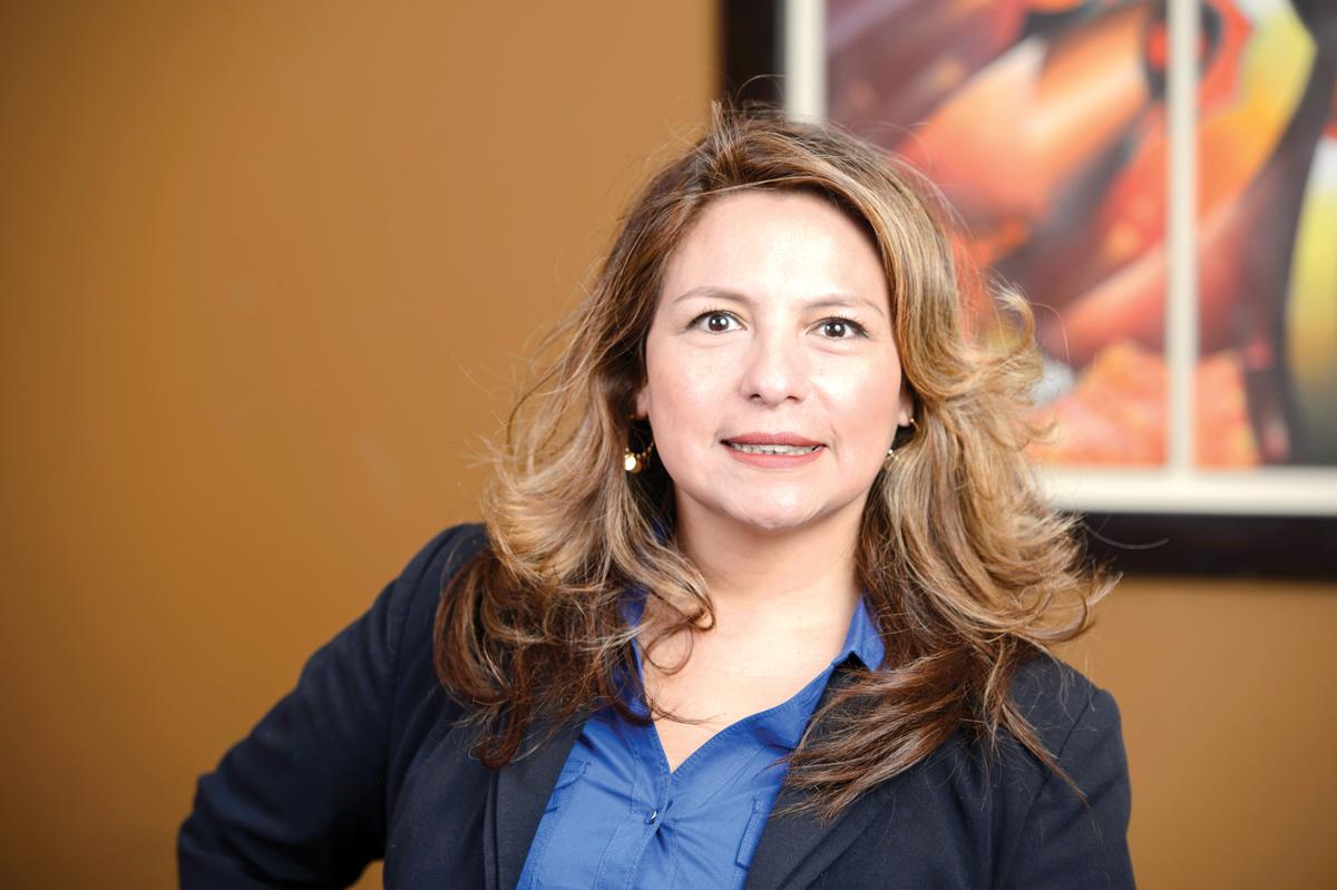 """Elizabeth Guzmán:  """"Quiero ser la voz  de los inmigrantes"""""""