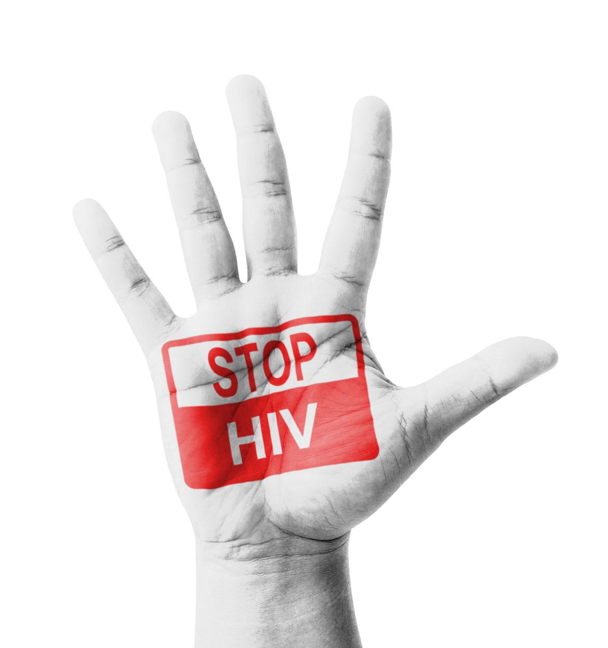Hombre con VIH acusado de asesinato por infectar a novia