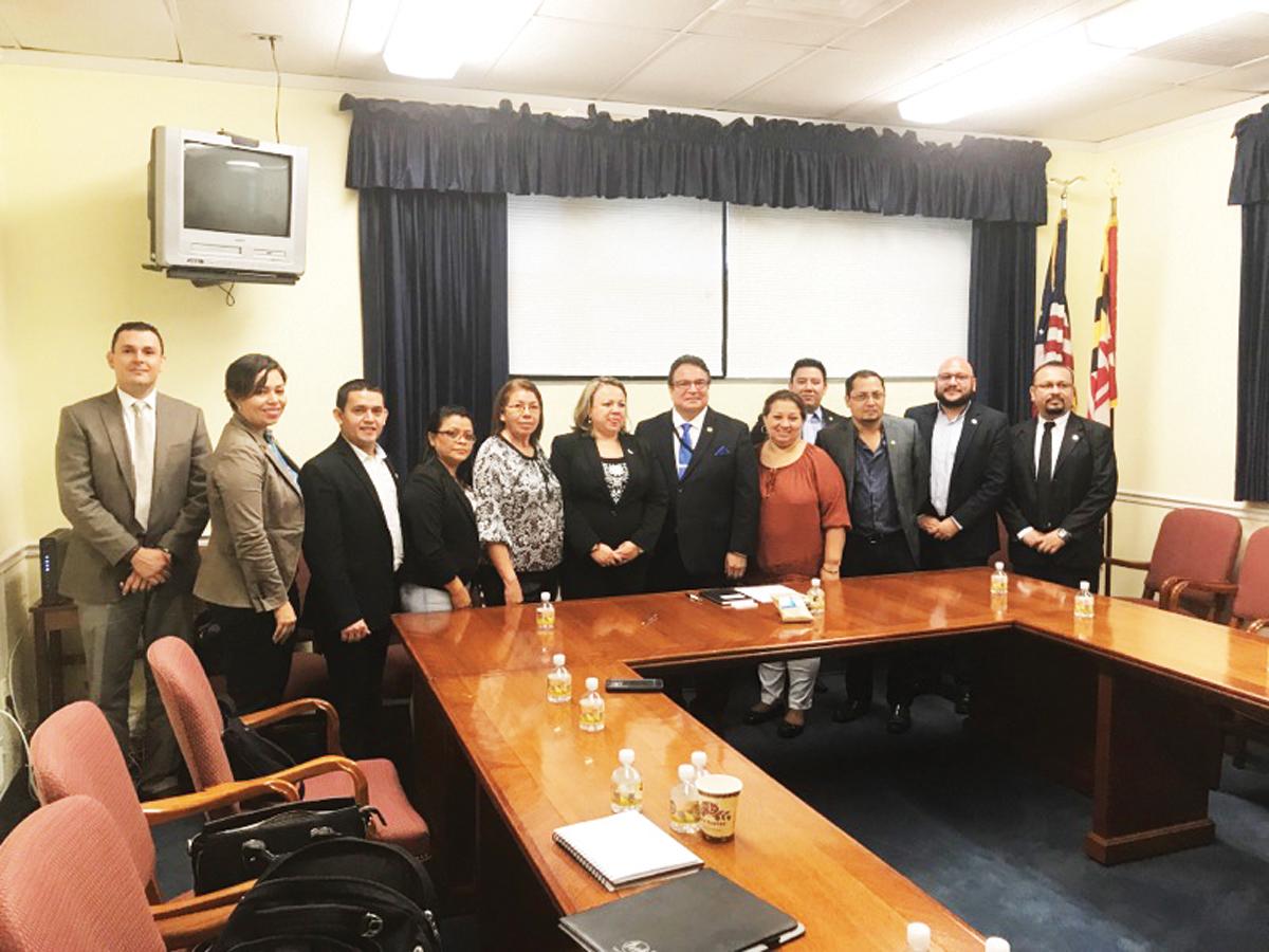 Alcaldes salvadoreños se reúnen con Secretario del Estado de MD