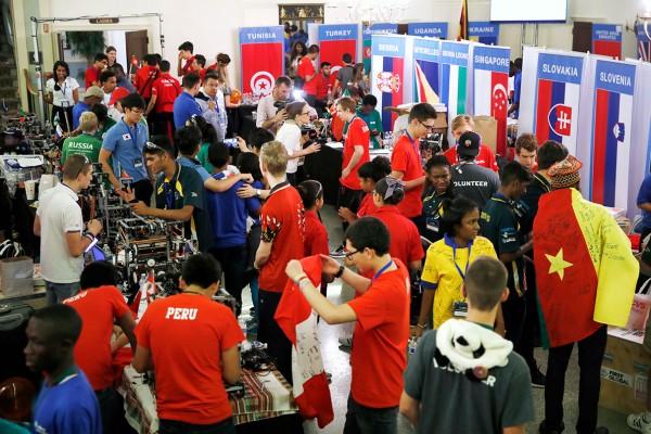 Foto-1-Robótica-varios-equipos-Peru