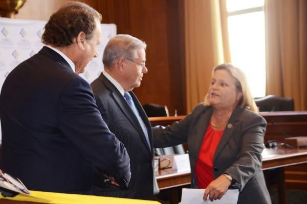 Foto-3-Senador-Bob-Menéndez-con-Ross-Lehtinen-y-Lincoln-Diaz-Balart