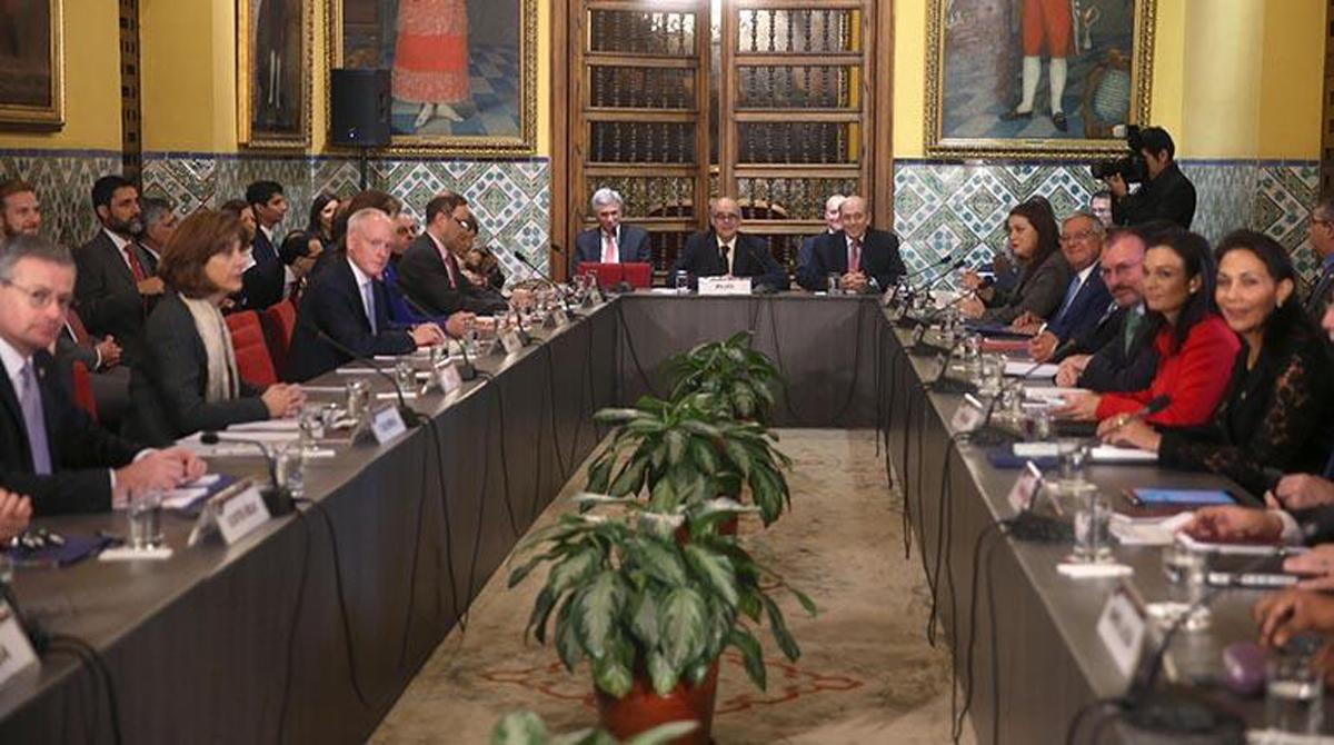 Cancilleres condenan ruptura democrática en Venezuela