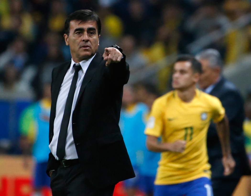 Ecuador aparta al técnico de la selección Gustavo Quinteros