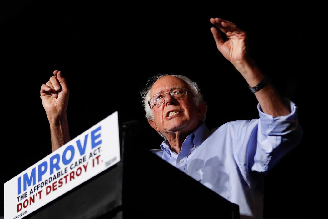 Bernie Sanders propone seguro médico universal en EEUU