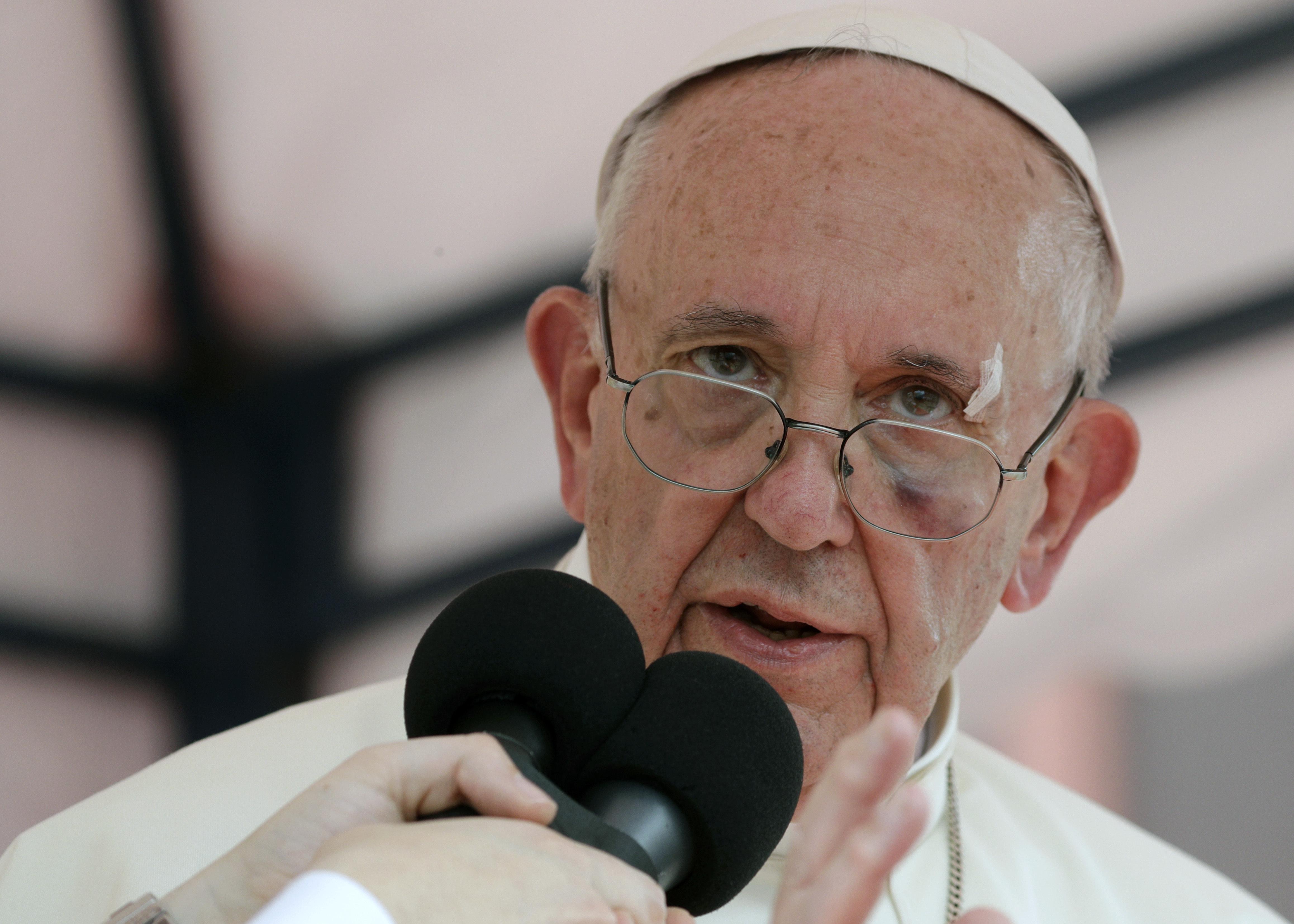 Papa pide a Trump que revierta decisión sobre DACA