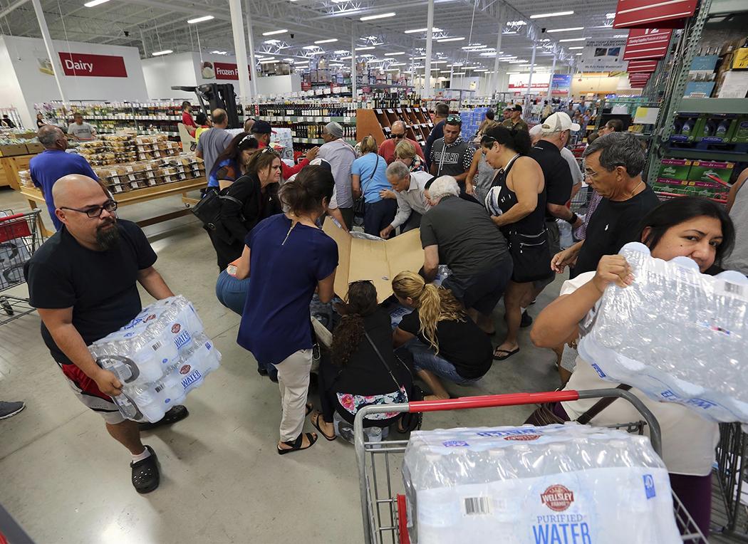 Florida: Más de  500 mil huyen  de 3 huracanes