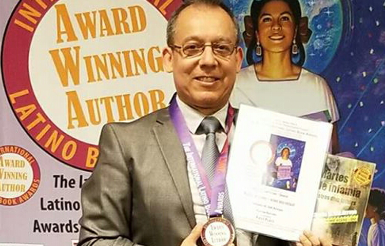 Latino gana primer lugar del  International Latino Book Award