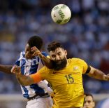 Australia's Michael Jedinak fight for the ball with Honduras' Anthony Lozano during the first leg of a soccer World Cup qualifier play-off at the Olympic Stadium in San Pedro Sula, Honduras, Friday, Nov. 10, 2017. (AP Photo/Moises Castillo)