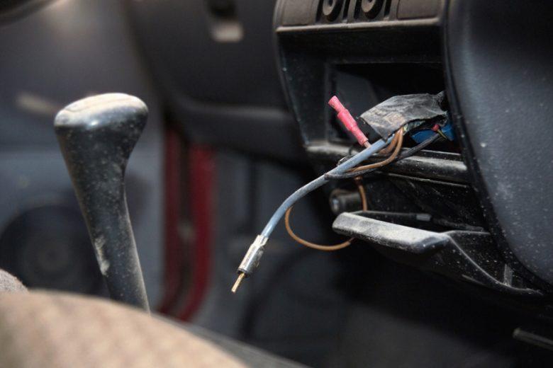 Auto radio wiring loom