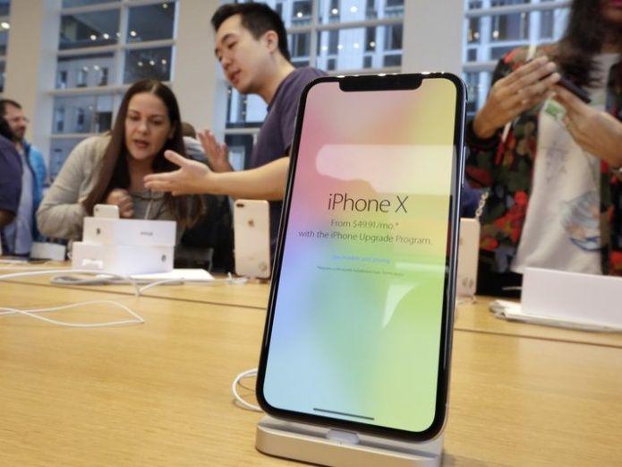 Caen acciones de Apple por temores sobre el iPhone X