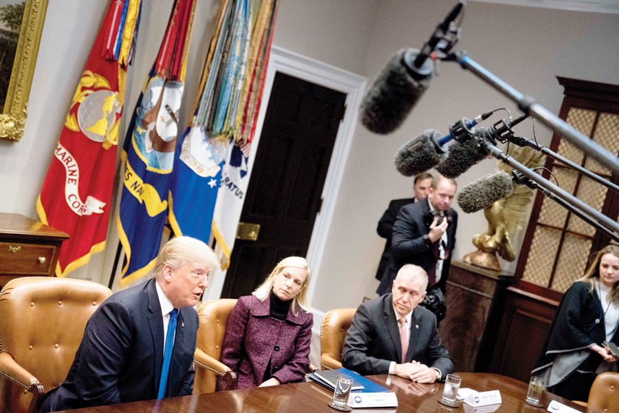 Trump pide 18 mil millones de dólares para construir el muro fronterizo