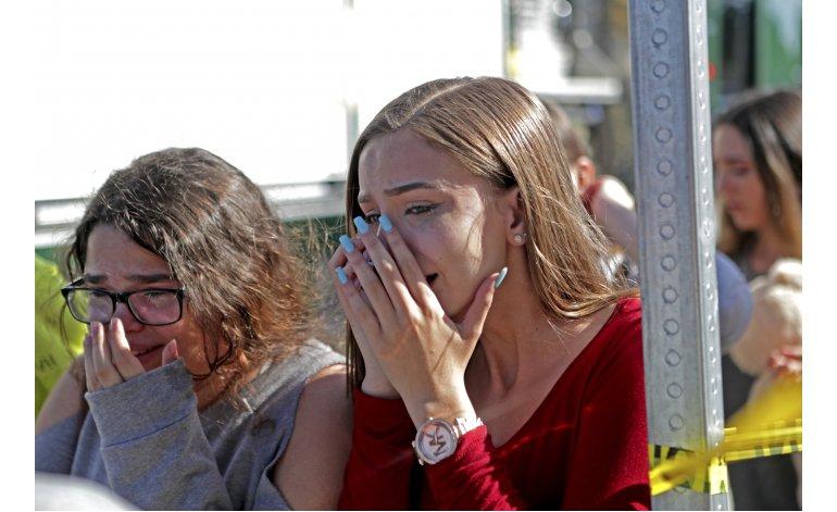 Protestan estudiantes frente a Casa Blanca por control de armas