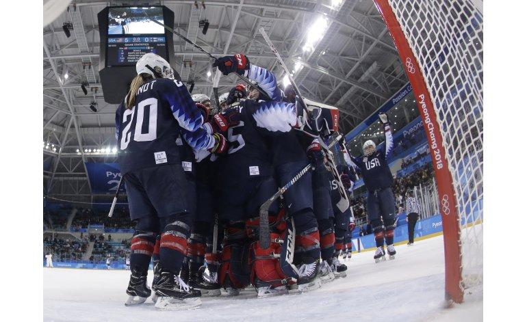 EEUU gana en hockey; noruego logra récord en patinaje