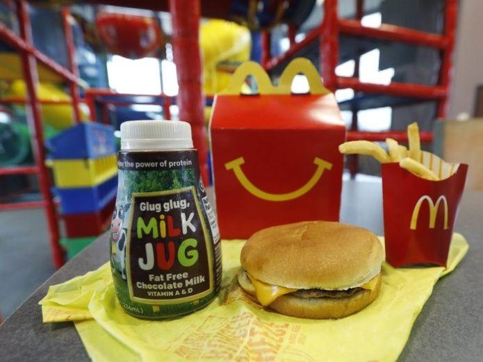 McDonald's retira 2 productos del cartel de su menú infantil