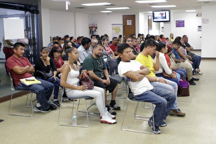 Baltimore aprueba fondo para abogados para inmigrantes
