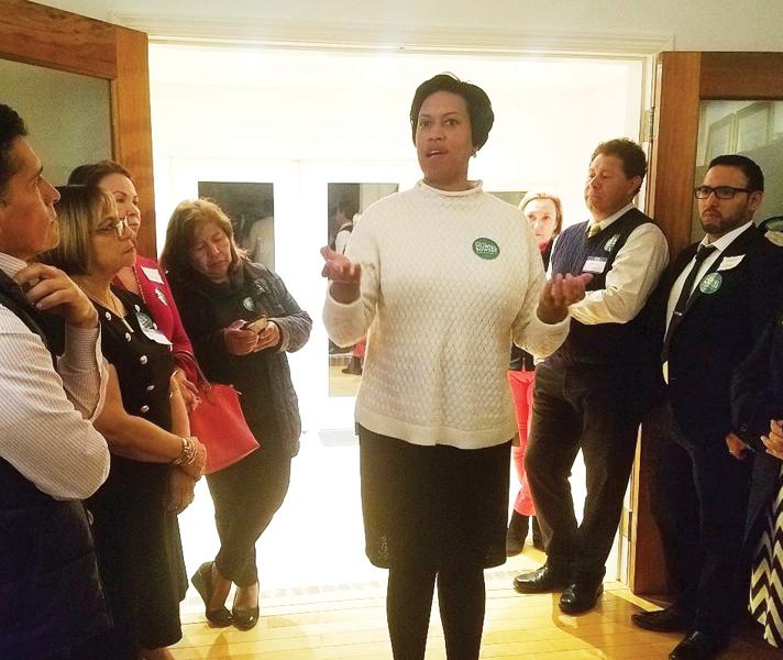 Foto 1-Muriel y líderes hispanos