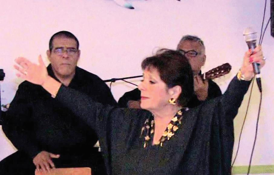 """""""La Peña del Ajo"""" rinde homenaje   en vida a Nedda Huambachano"""