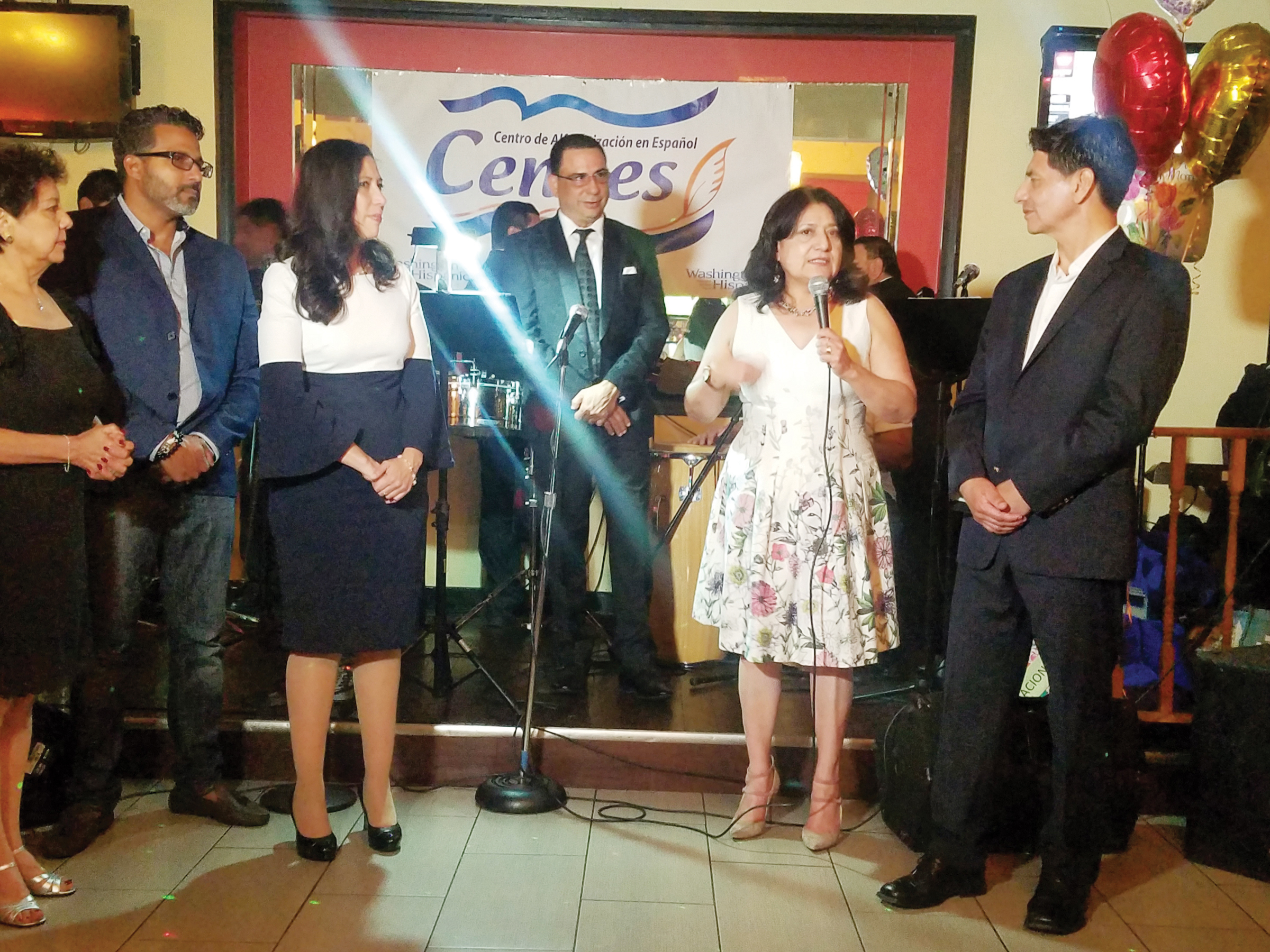 CENAES celebró sus quince años de alfabetización con cena benéfica bailable