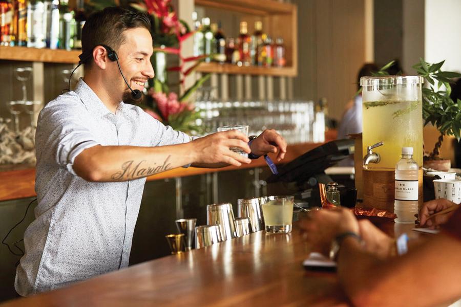 Joel Chirinos  El mejor bartender de Perú  en el Taste of Perú DC 2018
