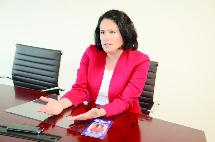 Karla Silvestre busca un puesto en la Junta Escolar