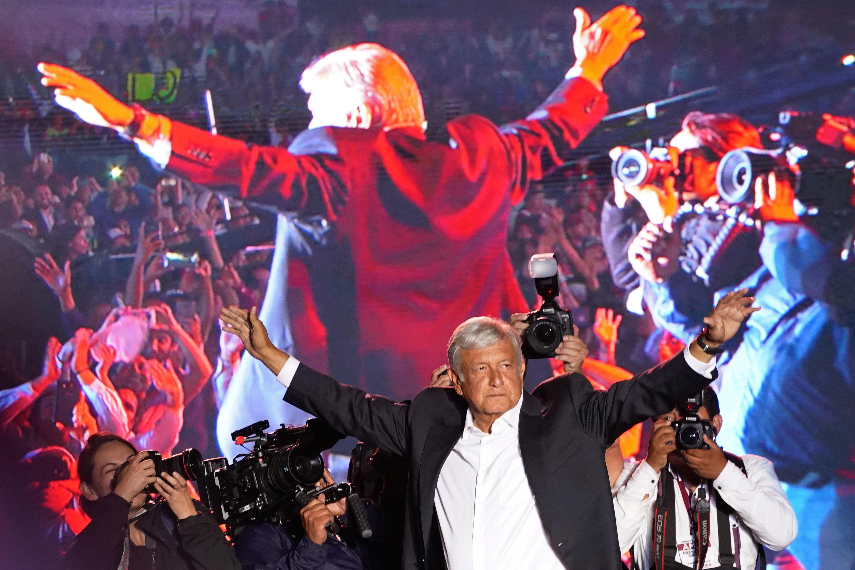 AMLO celebra victoria en México y promete reforma radical