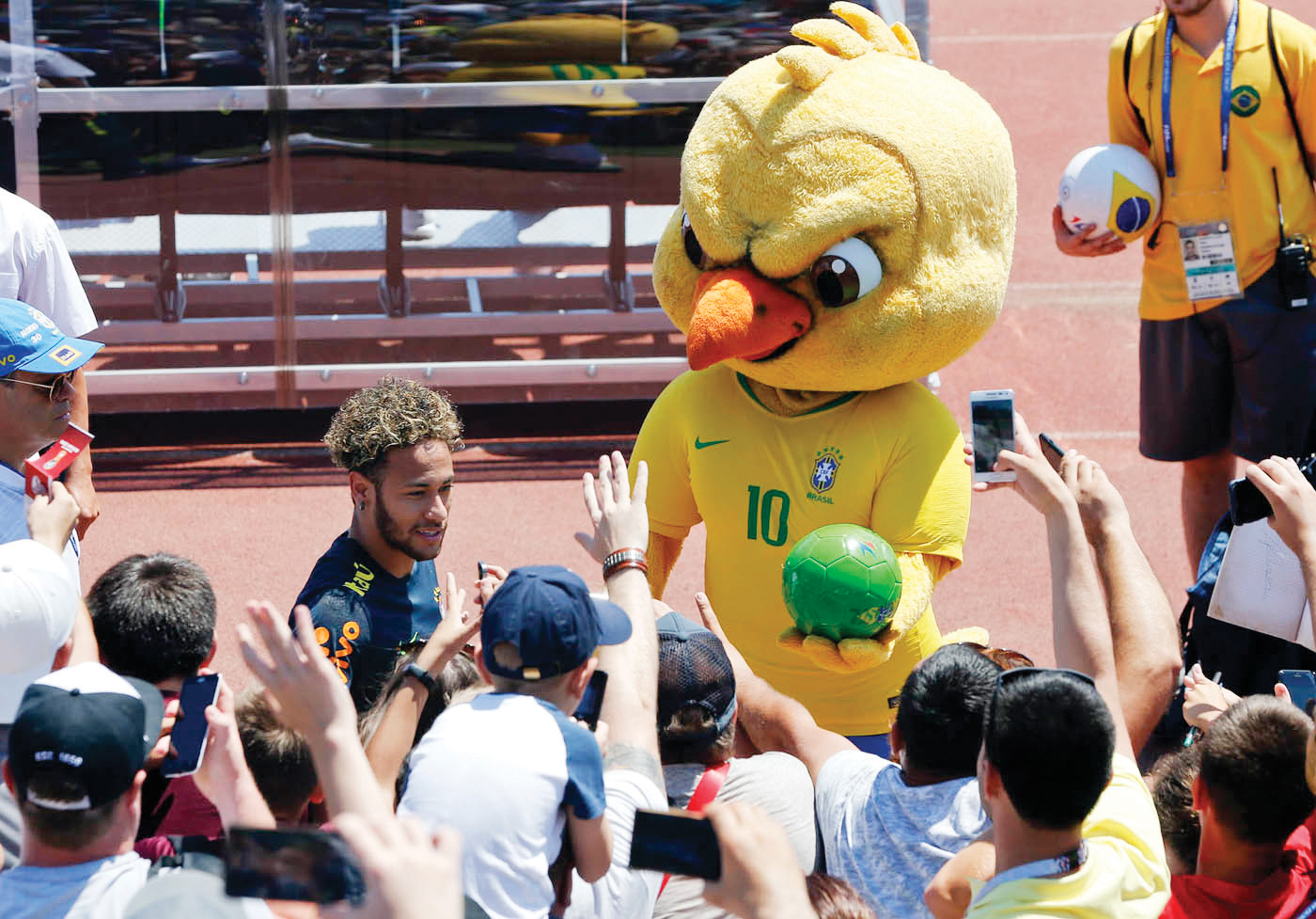 Un canario furioso, popular mascota de Brasil en el Mundial