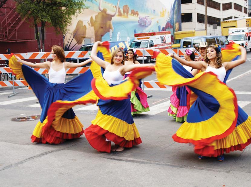 Colombianos celebran su independencia