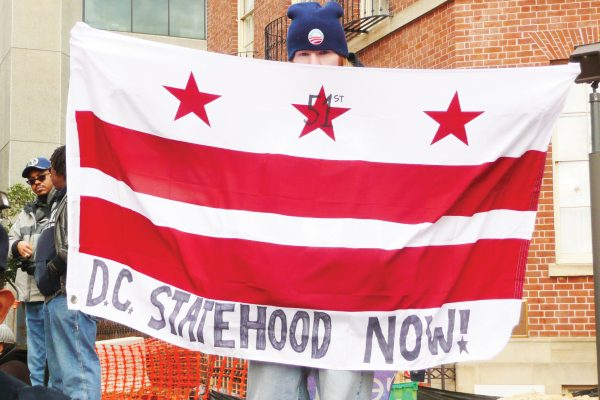 Foto 2-DC_statehood_now_flag