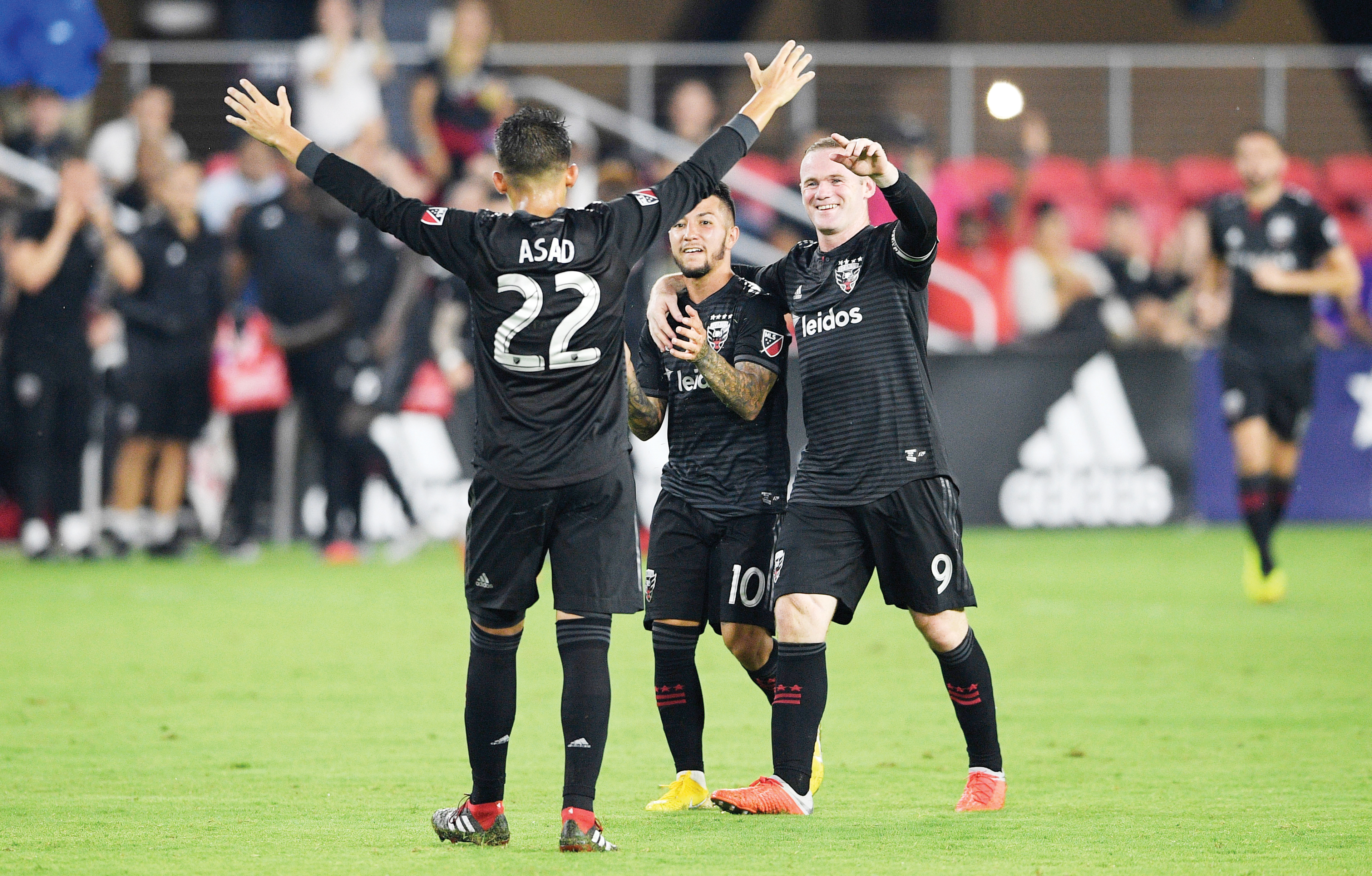 D.C. United saca contundente victoria en casa