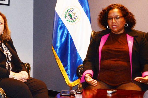 Foto 1-Viceministra Magarín y embajadora Canjura.