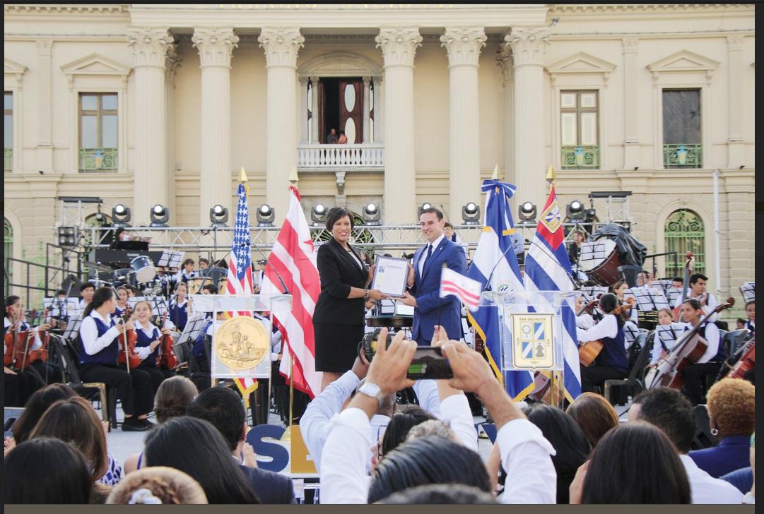 Declaran ciudades hermanas a Washington DC y San Salvador